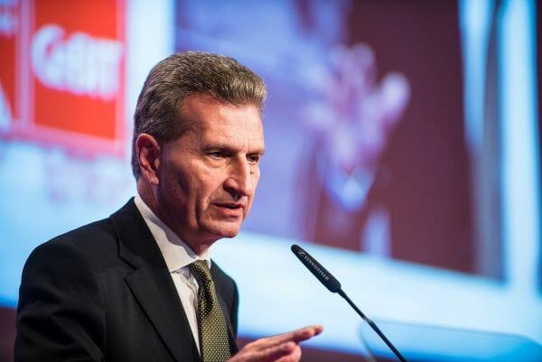 EU-Kommissar Günter Oettinger auf der CeBIT 2015