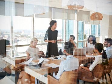 Kompetenzentwicklung: So schließen Führungskräfte die Vertrauenslücke zu Mitarbeitern