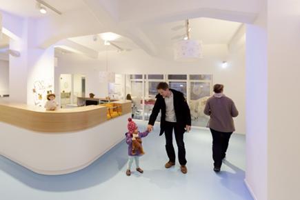 Kinderärztliche Praxis in Hamburg. Bild: Frieder Blickle, © ERCO