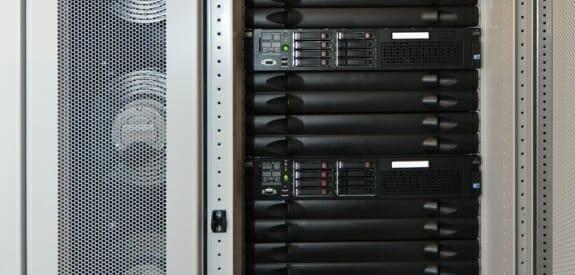 Server-Rack und In-Row-Kühler von Schäfer IT-Systems.