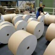 Die gigantischen Papierrollen in der Papierfabrik August Koehler AG.