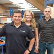 MRA-Geschäftsführer Dominik Triebler, Cornelia Kleist, Produktberatung und Export, und Hubert Schöll, Produktionsleiter bei MRA, freuen sich über das neue ERP-System.