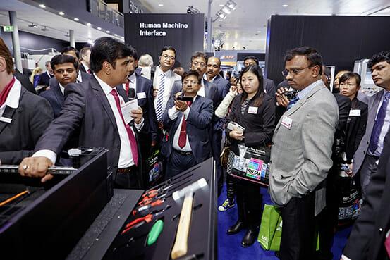 Besuchergruppen aus der ganzen Welt – wie auf der Hannover Messe 2015 aus Indien – informieren sich über die aktuellen Lösungen von Rittal.