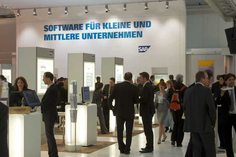 2010_sap_events_cebit_booth_002