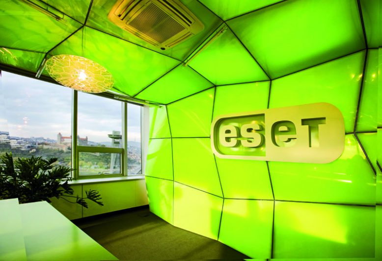 Eset-Logo im Eingangsbereich desd Unternehmens.