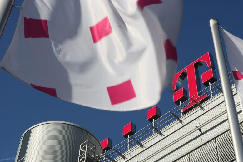 telekom_dach-zentrale-flagge-1