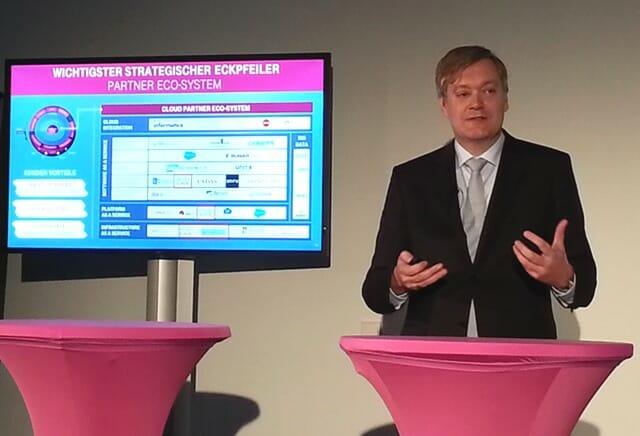 Frank Strecker, SVP Cloud und Partner Exosystems bei T-Systems, erlätutert bei der Präsentation der Intercloud das Partner-Eco-System der T-Systems.